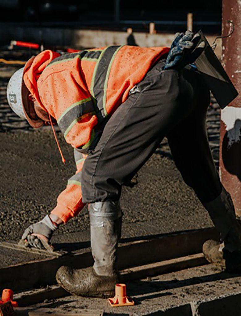 trabajadores-sitio-construccion